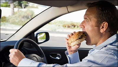 Top 10 des aliments à ne jamais consommer au volant