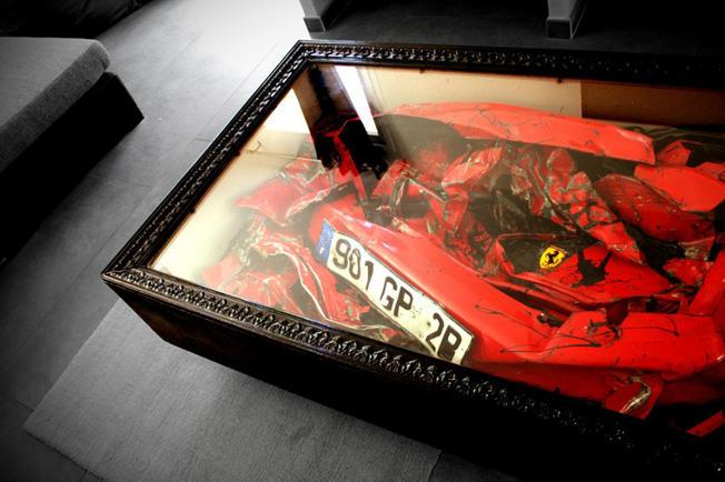 Une Ferrari en guise de table basse