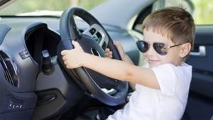 Un enfant au volant