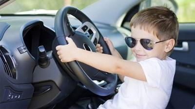 Un enfant de 4 ans se fait verbaliser 70 fois au volant