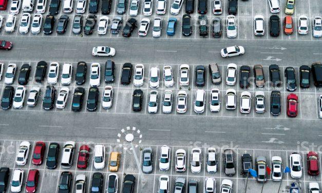 Ma voiture reste au parking, dois-je l'assurer ?